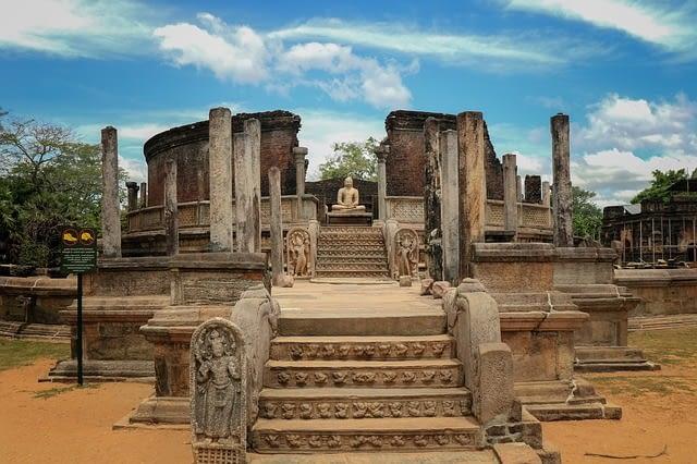 Polonnaruwa temple sri lanka
