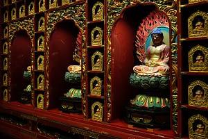 Picture of Sri Dalada Maligawa the hundred Buddhas